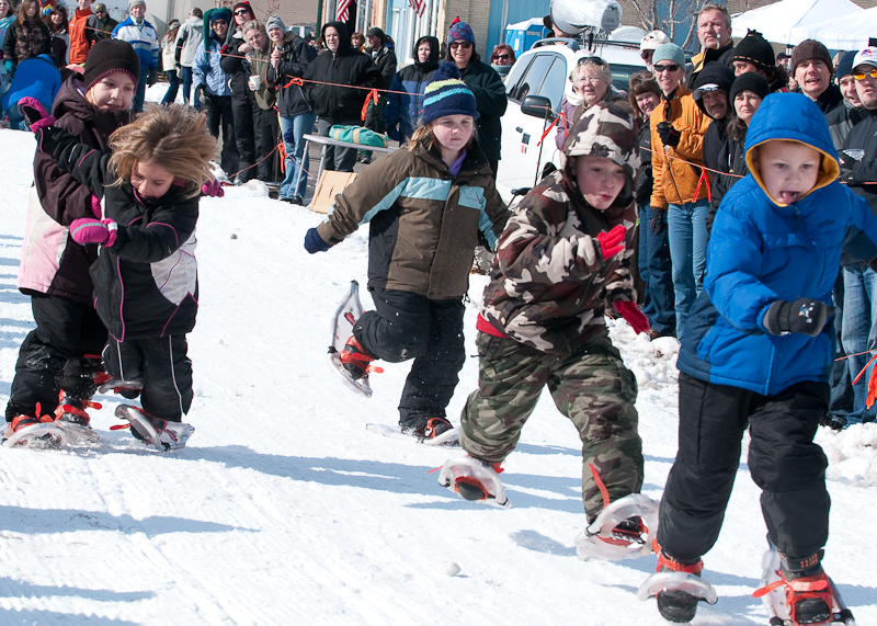 Mild collision during the kids snowshoe race
