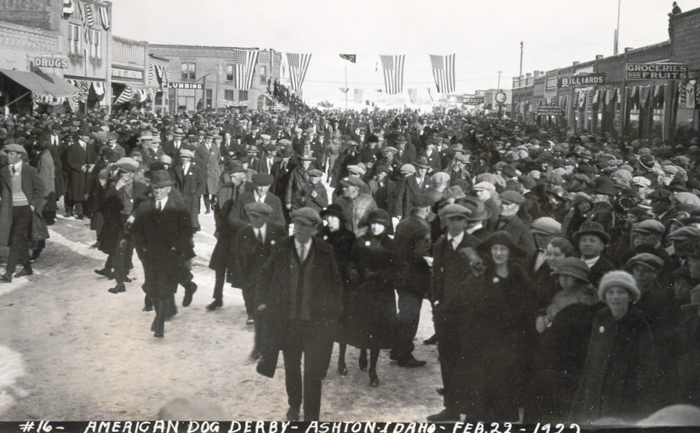 Huge Crowds In Ashton's Early Days
